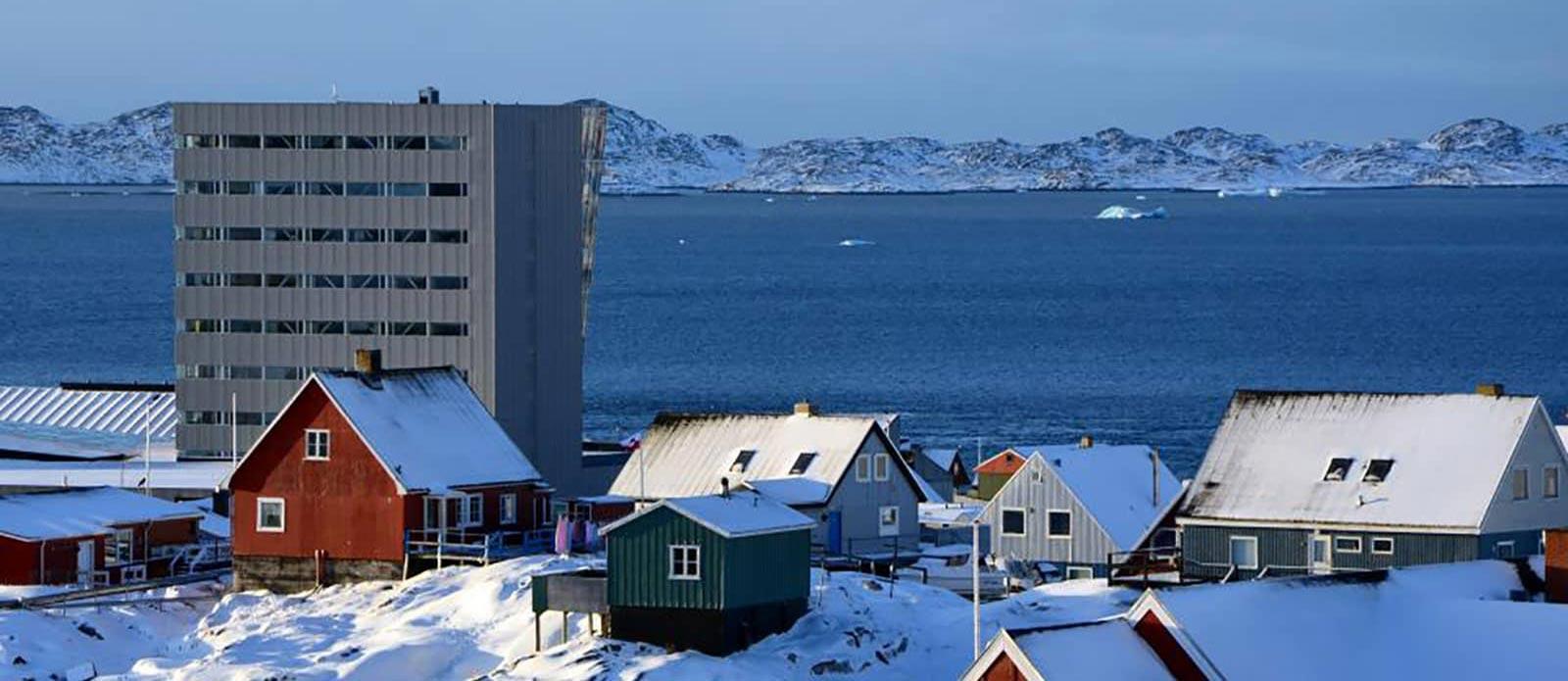 Facciata rivestita in lamiera stirata Nuuk Center