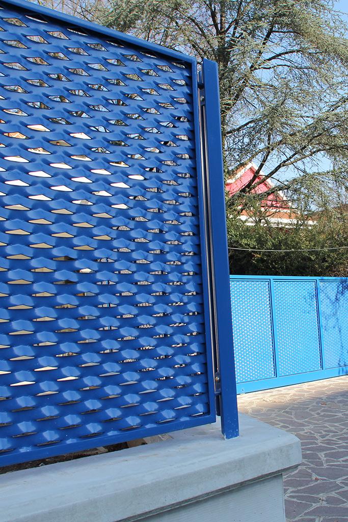 Recinzione blu fils for Oscuranti per recinzioni