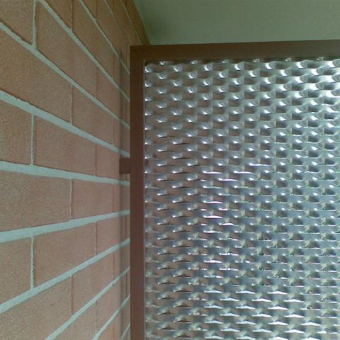 Divisorio in maglia romboidale modello Ambasciata intelaiata